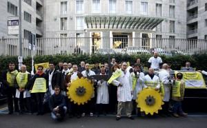 MILANO 26/10/2009 VIA DELLA MOSCOVA - PROTESTA OROLOGIAI - FOTO PHOTOVIEWS